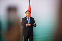 DEU, Deutschland, Germany, Berlin, 10.07.2018: Li Keqiang, Ministerpräsident von China, während einer Pressekonferenz bei einer Präsentation zum autonomen Fahren im Flughafen Tempelhof.
