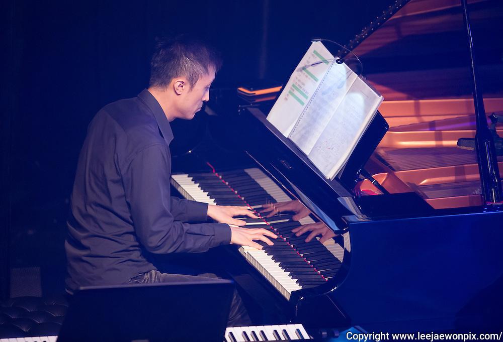 Pianist Cha Seung-yeob performs during a showcase of South Korean singer-songwriter Baekja's third album at Seongsu art-hall in Seoul, South Korea, September 8, 2016. Photo by Lee Jae-Won (SOUTH KOREA)  www.leejaewonpix.com