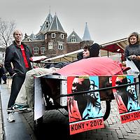 Nederland, Amsterdam , 7 april 2012..Stop Joseph Kony Posteractie hier op de Nieuwmarkt..Joseph Kony (Odek, 1960 of 1961) is de oprichter van Verzetsleger van de Heer, een Oegandese verzetsbeweging. In oktober 2005 is tegen hem een internationaal arrestatiebevel uitgevaardigd door het Internationaal Strafhof..Foto:Jean-Pierre Jans