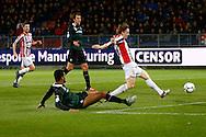 26-01-2016 VOETBAL:WILLEM II-FC GRONINGEN:TILBURG<br /> <br /> Johan Kappelhof van FC Groningen is te laat bij Guus Hupperts van Willem II <br /> <br /> Foto: Geert van Erven