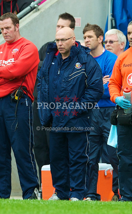 WIGAN, ENGLAND - Monday, April 5, 2010: Wakefield Wildcats' head coach John Kear during his side's 54-14 defeat to Wigan Warriors the Super League XV Round 10 match at the DW Stadium. (Pic by David Rawcliffe/Propaganda)