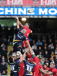Bristol Rugby Lock Ben Glynn jumps with Worcester Lock James Percival  - Photo mandatory by-line: Joe Meredith/JMP - Mobile: 07966 386802 - 27/05/2015 - SPORT - Rugby - Worcester - Sixways Stadium - Worcester Warriors v Bristol Rugby - Greene King IPA Championship