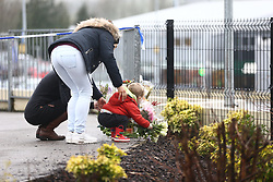 © Licensed to London News Pictures. 22/12/2017. Skipton, UK. People lay flowers at the scene where a 30 year old woman has died after she was stabbed in an Aldi supermarket in Skipton. North Yorkshire Police have arrested a 44 year old man on suspicion of murder following the attack shortly before 3:30 pm on Thursday. Photo credit: Andrew McCaren/LNP