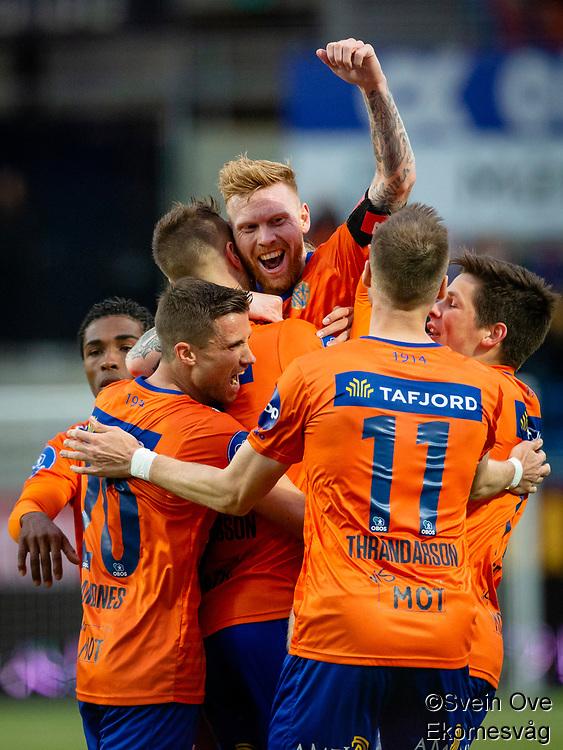 1. divisjon fotball 2018: Aalesund - Tromsdalen. Aalesund Fredrik Carlsen (midten) feirer 2-0 i førstedivisjonskampen i fotball mellom Aalesund og Tromsdalen på Color Line Stadion.