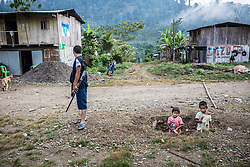 The village Unido Mantaro. During the Peruvian civil war, coca farmers where trapped between the army and the guerilla Sendero Luminoso. So the farmers organized themselves, and the government armed the farmers to fight the guerilla. They are now disarmed at most places in Peru, but the ronderos of Vrae have refused to put down their weapons.
