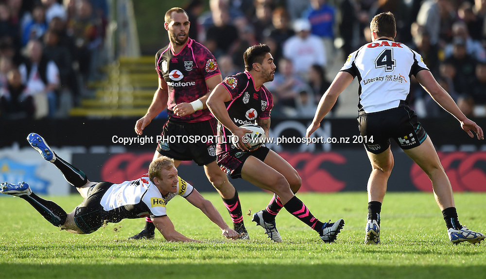 Shaun Johnson. Vodafone Warriors v Penrith Panthers. NRL Rugby League. Mt Smart Stadium, Auckland, New Zealand. Sunday 29 June 2014. Photo: Andrew Cornaga/www.Photosport.co.nz