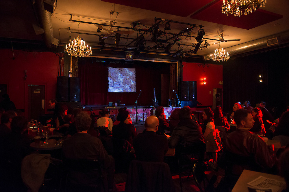 LES CHAMPS MAGNÉTIQUES : MARYSE POULIN_PANORAMA à La Sala Rossa le Mardi 23 octobre 2012. Collaborateur à l'environnement sonore: Alexandre St-Onge.