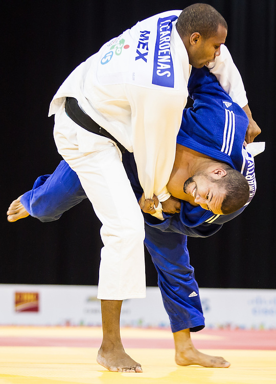 Isao Cardenas (L) of Mexico and Nelson Martinez of Venezuela struggle for position during their men's judo -90 kg 1/4 final at the 2015 Pan American Games in Toronto, Canada, July 13,  2015.  AFP PHOTO/GEOFF ROBINS