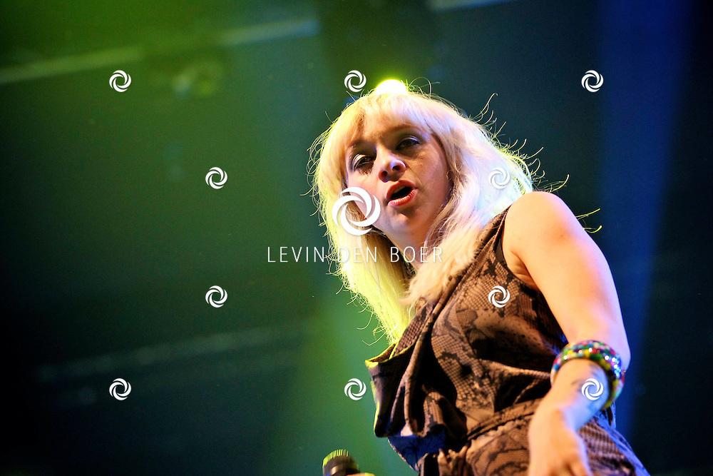 SCHIJNDEL - Jacqueline Govaert gaf een dendere show op Paaspop 2011. FOTO LEVIN DEN BOER - PERSFOTO.NU