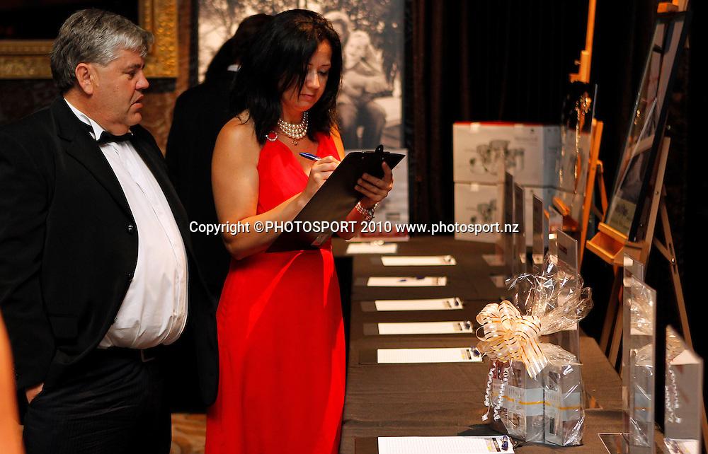 An Evening with America's Cup Legends, Asthma Fund raising dinner, Langham Hotel, Auckland, Friday 17 December 2010. Photo: Simon Watts/photosport.co.nz