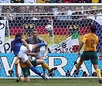 Foto Omega/Colombo<br /> 26/06/2006 Campionati Mondiali di Calcio 2006<br /> Ottavi di Finale <br /> Italia -Australia  <br /> nella foto : il tiro in mezza rovesciata di Alberto gilardino