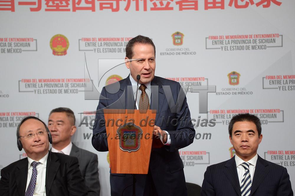 TOLUCA, México.- (Julio 07, 2017).- Eruviel Ávila Villegas, gobernador del Estado de México recibió a Yin Li, gobernador de la provincia Sichuan, República Popular de China, y firmaron un Memorándum de Entendimiento entre la Provincia de Sichuan y el Estado de México.  Agencia MVT / Crisanta Espinosa.