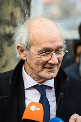 © Licensed to London News Pictures. 22/02/2020. LONDON, UK. John Shipton (father of Julian Assange) speaks to the media ahead of a march from Australia House in Aldwych to Parliament Square in support of Wikileaks founder Julian Assange.  The full extradition trial of Mr Assange begins in London on 24 February.  Photo credit: Stephen Chung/LNP