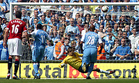Photo: Paul Thomas.<br /> Manchester City v Manchester United. The Barclays Premiership. 05/05/2007.<br /> <br /> Keeper Edwin van der Sar (Yellow) of Utd saves the penalty of Darius Vassell (11).