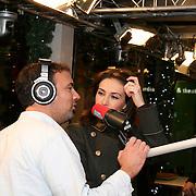 3FM Serious Request 2012 in Enschede van start! Carice van Houten met Gerard Ekdom in  het glazen huis