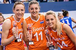 01-10-2017 AZE: Final CEV European Volleyball Nederland - Servie, Baku<br /> Nederland verliest opnieuw de finale op een EK. Servi&euml; was met 3-1 te sterk / Lonneke Sloetjes #10 of Netherlands - best spiker, Anne Buijs #11 of Netherlands - best spiker en Laura Dijkema #14 of Netherlands best setter
