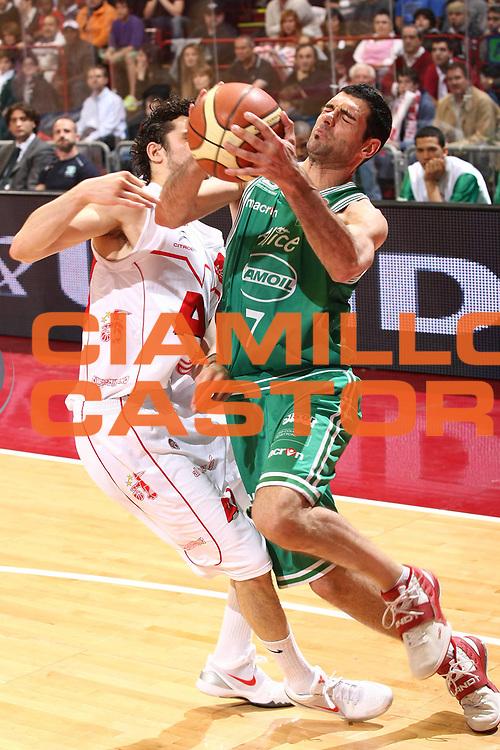 DESCRIZIONE : Milano Lega A 2008-09 Armani Jeans Milano Benetton Treviso<br /> GIOCATORE : Matteo Soragna<br /> SQUADRA : Benetton Treviso<br /> EVENTO : Campionato Lega A 2008-2009<br /> GARA : Armani Jeans Milano Benetton Treviso<br /> DATA : 19/04/2009<br /> CATEGORIA : Palleggio Fallo<br /> SPORT : Pallacanestro<br /> AUTORE : Agenzia Ciamillo-Castoria/G.Cottini