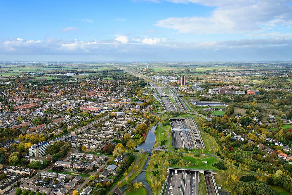 Nederland, Noord-Brabant, Gemeente Breda, 23-10-2013; Infrabundel, combinatie van autosnelweg A16 gebundeld met de spoorlijn van de HSL (re). Stadsduct Overbos in de voorgrond met Stadsduct Overbos daar achter. De bundel loopt in tunnelbakken, lokale wegen gaan over deze infrabundel heen, door middel van de zogenaamde stadsducten, gedeeltelijk ingericht als stadspark. Combination of motorway A16 and the HST railroad, crossed by local roads by means of *urban ducts*, partly designed as public parks.<br /> luchtfoto (toeslag op standard tarieven);<br /> aerial photo (additional fee required);<br /> copyright foto/photo Siebe Swart