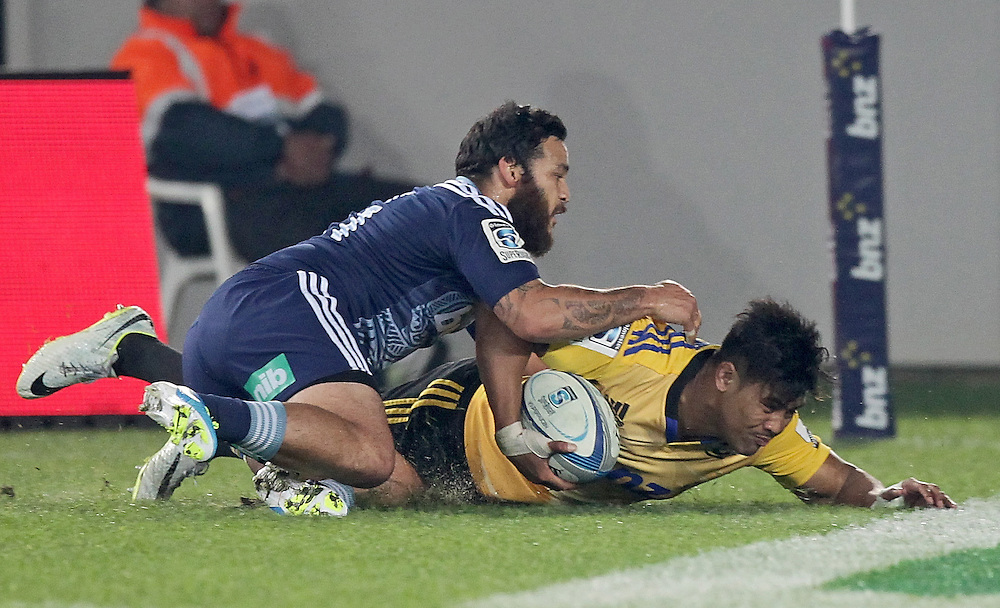 Hurricanes' Julian Savea scores a try beating Blues' Piri Weepu in a Super Rugby match, Eden Park, Auckland, New Zealand, Saturday, May 31, 2014.  Credit:SNPA / David Rowland