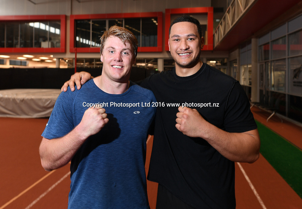 Heavyweight boxer Junior Fa and shot put athlete Jacko Gill pose for a picture at the Millennium Institute, Auckland, New Zealand. Tuesday 27 September 2016. © Copyright Photo: Andrew Cornaga / www.photosport.nz