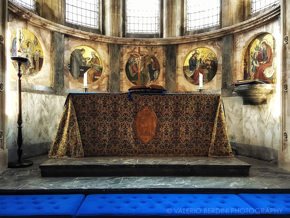 Altar. Cushions. Kneel down. Pray.<br />