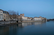 An early morning view over the Seine to the Il St Louis and Il de la Cite. Paris, France, Europe
