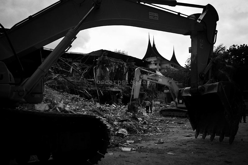 Diggers at Ambacang Hotel as Indonesia begins the clean up following two earthquakes, October 6, 2009 in Padang, Indonesia. The first quake on September 30 was a magnitude of 7.6, 85km under the sea north-west of Padang with the second quake measuring 6.8 a day later on October 1