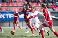 Fotball<br /> 1. Mai 2015<br /> Toppserien<br /> Stemmemyren<br /> Sandviken - Medkila<br /> Blake Ashley Stockton (L) , Medkila<br /> Andrea Thun (M) , Sandviken <br /> Foto: Astrid M. Nordhaug
