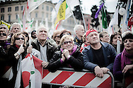 ROMA. CITTADINI MANIFESTANO IN PIAZZA DEL POPOLO CONTRO IL DECRETO SALVA LISTE DEL GOVERNO BERLUSCONI PER LE ELEZIONI REGIONALI 2010