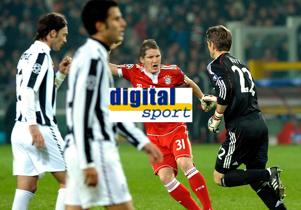 HansJorg Butt's celebration for his 1-0 leading goal scored for Bayern Munchen. <br /> Torino 08/12/2009 Stadio Olimpico<br /> Juventus vs Bayern München - Champions League 2009-10.<br /> <br /> Norway only