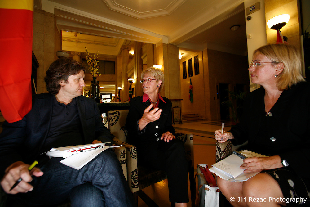 UK ENGLAND LONDON 21AUG12 - Susanne Schmidt, author and daughter of former German chancellor Helmut Schmidt reacts during an interview with Handelsblatt editors in the city of London.....Susanne Schmidt holds a PhD in national economy and has worked for over 30 years in the City of London, first as key accountant manager in credit business, then in research of an investment bank, later as anchor-woman for financial service provider Bloomberg Television.....jre/Photo by Jiri Rezac....© Jiri Rezac 2012