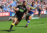 Ben Murdoch-Masila of Warrington Wolves breaks through the Leeds defence before scoring the fourth try against Leeds Rhinos during the Ladbrokes Challenge Cup Semi Final match at the Macron Stadium Stadium, Bolton.<br /> Picture by Michael Sedgwick/Focus Images Ltd +44 7900 363072<br /> 05/08/2018