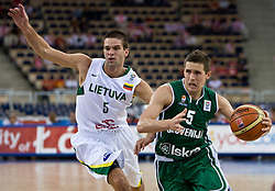 Jaka Lakovic (5) of Slovenia (R) and Mantas Kalnietis of Lithuania during the EuroBasket 2009 Group F match between Slovenia and Lithuania, on September 12, 2009 in Arena Lodz, Hala Sportowa, Lodz, Poland.  (Photo by Vid Ponikvar / Sportida)