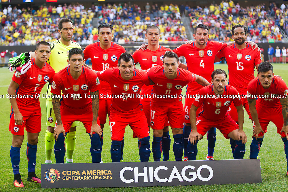 22 June 2016: The Chile starting 11 players pose for a team photo before the start of the Copa America Centenario Semifinal match between Colombia and Chile, at Soldier Field in Chicago, IL. (Photo by Tony Ding/Icon Sportswire)