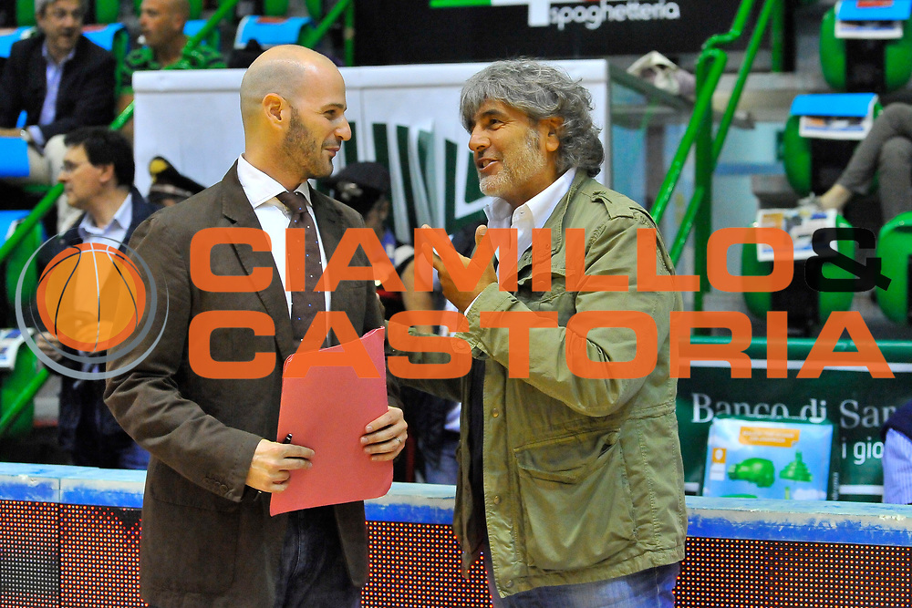 DESCRIZIONE : Campionato 2013/14 Semifinale GARA 3 Dinamo Banco di Sardegna Sassari - Olimpia EA7 Emporio Armani Milano<br /> GIOCATORE : Edi Dembinski Franco Del Moro<br /> CATEGORIA : Pubblico<br /> SQUADRA : Pubblico<br /> EVENTO : LegaBasket Serie A Beko Playoff 2013/2014<br /> GARA : Dinamo Banco di Sardegna Sassari - Olimpia EA7 Emporio Armani Milano<br /> DATA : 03/06/2014<br /> SPORT : Pallacanestro <br /> AUTORE : Agenzia Ciamillo-Castoria / Luigi Canu<br /> Galleria : LegaBasket Serie A Beko Playoff 2013/2014<br /> Fotonotizia : DESCRIZIONE : Campionato 2013/14 Semifinale GARA 3 Dinamo Banco di Sardegna Sassari - Olimpia EA7 Emporio Armani Milano<br /> Predefinita :