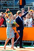 Koningsdag 2014 in de Rijp, het vieren van de verjaardag van de koning. / Kingsday 2014 in the Rijp , celebrating the birthday of the King. <br /> <br /> <br /> Op de foto / On the photo:  Koning Willem Alexander en Koningin Maxima / King Willem Alexander and Queen Maxima
