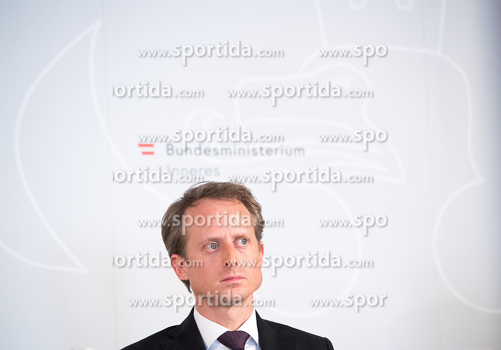 "25.02.2019, Innenministerium, Wien, AUT, Bundesregierung, Pressekonferenz zum Thema ""Aktuelles aus dem Bereich Asyl und Fremdenwesen, im Bild Peter Webinger (Leiter Sektion V ""Fremdenwesen"") // during a media conference at the interior ministry due to asylum topic in Vienna, Austria on 2019/02/25, EXPA Pictures © 2019, PhotoCredit: EXPA/ Michael Gruber"