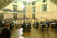 30 NOV 2001, BERLIN/GERMANY:<br /> Uebersicht Plenarsaal, Sitzung des Bundesrates, Plenum, Bundesrat<br /> IMAGE: 20011130-01-102<br /> KEYWORDS: Bundesratsdebatte, Debatte, Übersicht