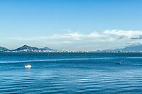 Baía Norte vista de Sambaqui, e centro da cidade ao fundo. Florianópolis, Santa Catarina, Brasil. / North Bay viewed from Sambaqui, at Santo Antonio de Lisboa district, and downtown in the background. Florianopolis, Santa Catarina, Brazil.