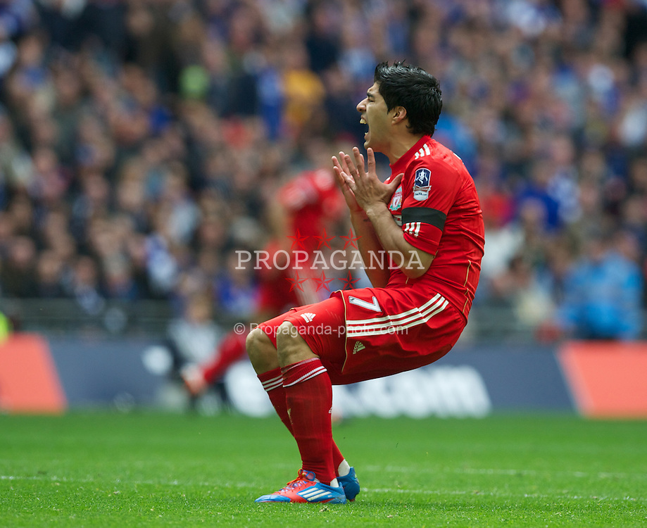 LONDON, ENGLAND - Saturday, April 14, 2012: Liverpool's Luis Alberto Suarez Diaz rues a missed chance against Everton during the FA Cup Semi-Final match at Wembley. (Pic by David Rawcliffe/Propaganda)