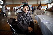 Ishinomaki  Kiyoi ABE ancienne réfugiée du Minato Shogako  11 mars 2012.Depuis notre dernière rencontre en juin 2011 et la fermuture du centre en septembre, Kiyoi ABE vit dans les logements provisoires alloués par le gouvernement (kasetsujutaku).  Sa situation restera sans doute la même pour les deux prochaines années avenires. Sa famille vivant à lintérieur des terres lui rend visite régulièrement.