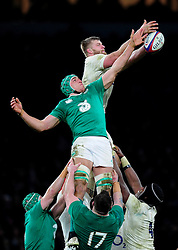 George Kruis of England competes for the ball at a lineout - Mandatory byline: Patrick Khachfe/JMP - 07966 386802 - 27/02/2016 - RUGBY UNION - Twickenham Stadium - London, England - England v Ireland - RBS Six Nations.