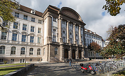 THEMENBILD - Universität Innsbruck, das Hauptgebäude der Leopold-Franzens-Universität Innsbruck, aufgenommen am 20.10.2015 in Innsbruck, Österreich // the main building of the Leopold-Franzens University in Innsbruck, Austria on 2015/10/20. EXPA Pictures © 2015, PhotoCredit: EXPA/ Jakob Gruber
