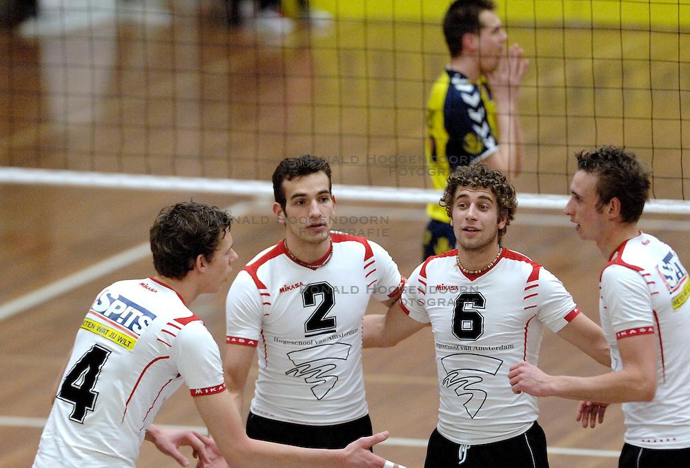 18-03-2006 VOLLEYBAL: PLAY OFF HALVE FINALE: PIET ZOOMERS D - HVA AMSTERDAM: APELDOORN<br /> Piet Zoomers wint de eerste van de vijf wedstrijden vrij eenvoudig met 3-0 / Sefan Taanman, Lars Lorsheijd, Yannick van Harskamp en Niels Koomen<br /> Copyrights2006-WWW.FOTOHOOGENDOORN.NL