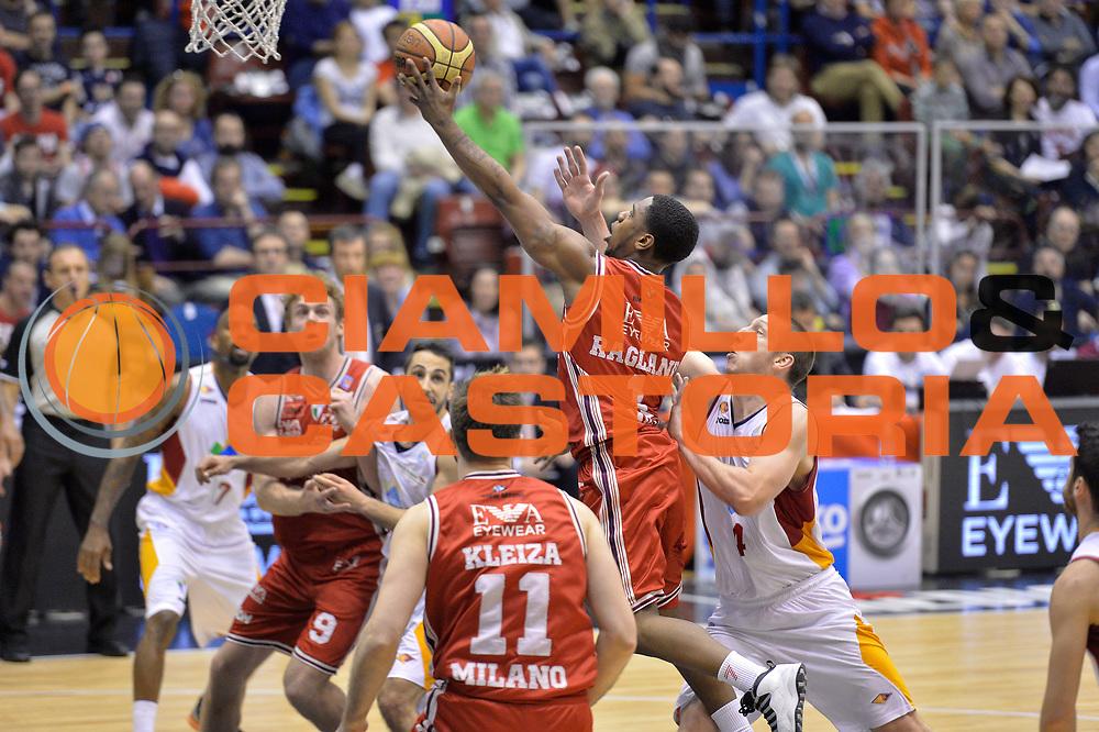 DESCRIZIONE : Milano Lega A 2014-15 EA7 Olimpia Milano - Acea Virtus Roma GIOCATORE : Joe Ragland<br /> CATEGORIA : Tiro<br /> SQUADRA : EA7 Emporio Armani Milano<br /> EVENTO : Campionato Lega A 2014-2015 GARA : EA7 Olimpia Milano - Acea Virtus Roma <br /> DATA : 12/04/2015 <br /> SPORT : Pallacanestro <br /> AUTORE : Agenzia Ciamillo-Castoria/IvanMancini<br /> Galleria : Lega Basket A 2014-2015 Fotonotizia : Milano Lega A 2014-15 EA7 Olimpia Milano - Acea Virtus Roma