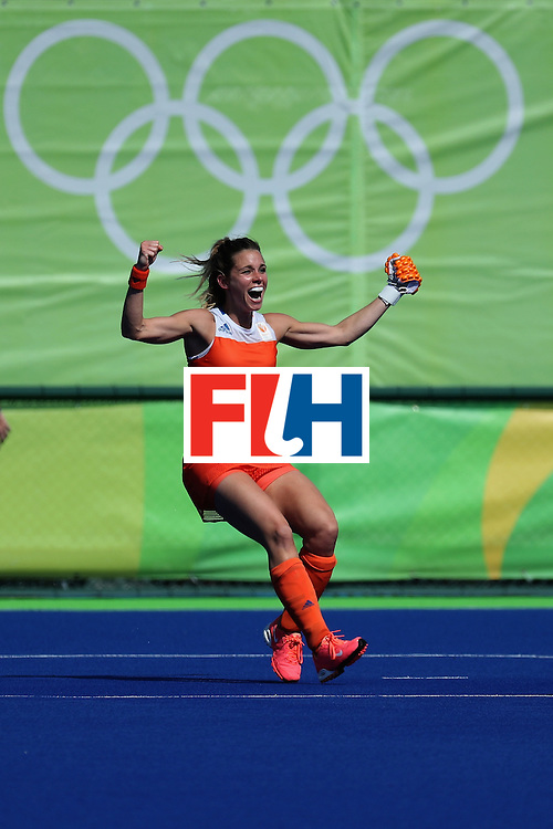 RIO DE JANEIRO, BRAZIL - AUGUST 17:  Ellen Hoog #19 of Netherlands celebrates after scoring the game winning goal against Germany in a sudden death shootout during the women's semifinal match between the Netherlands and Germany on Day 12 of the Rio 2016 Olympic Games at the Olympic Hockey Centre on August 17, 2016 in Rio de Janeiro, Brazil.  (Photo by Rob Carr/Getty Images)