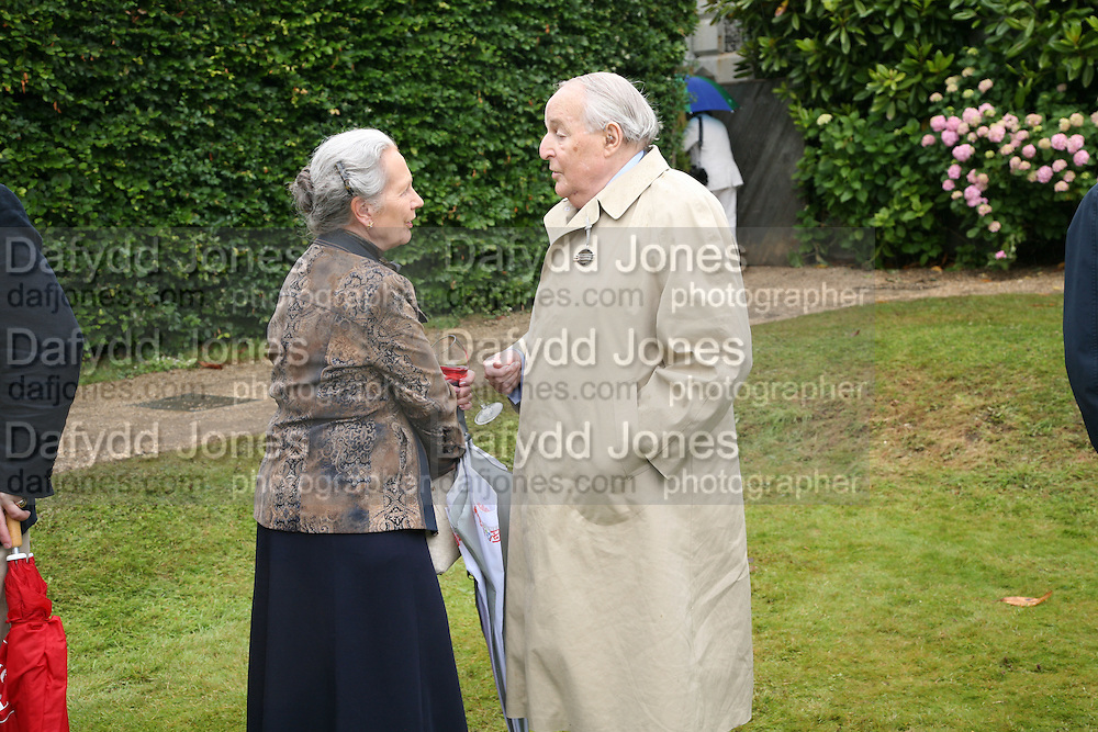 THE DUKE AND DUCHESS OF RICHMOND, Cartier Style et Luxe lunch. Goodwood.  24 June 2007.  -DO NOT ARCHIVE-© Copyright Photograph by Dafydd Jones. 248 Clapham Rd. London SW9 0PZ. Tel 0207 820 0771. www.dafjones.com.