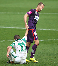 06.04.2014, Generali Arena, Wien, AUT, 1. FBL, FK Austria Wien vs SK Rapid Wien, 31. Runde, im Bild Steffen Hofmann, (SK Rapid Wien, #11) und Manuel Ortlechner, (FK Austria Wien, #14) // during Austrian Bundesliga Football 31st round match, between FK Austria Vienna and SK Rapid Vienna at the Generali Arena, Wien, Austria on 2014/04/06. EXPA Pictures © 2014, PhotoCredit: EXPA/ Thomas Haumer