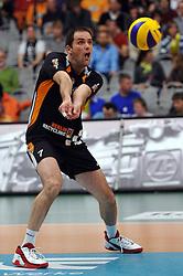 07-04-2010 VOLLEYBAL: PLAYOFFS HALVE FINALE: VFB FRIEDRICHSHAFEN - SCC BERLIN: FRIEDRICHSHAFEN<br /> Berlin verliest de eerste wedstrijd met 3-1 / Allan van der Loo<br /> ©2009-WWW.FOTOHOOGENDOORN.NL / Kurth Media