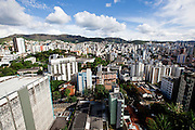 Belo Horizonte_MG, Brasil...Vista panoramica da capital mineira. Detalhe para vista panoramica envolvendo os bairros Carmo, Sion e Anchieta e Cruzeiro com a Serra do Curral em Belo Horizonte, Minas Gerais...Panoramic view of the state capital. The panoramic view of Carmo, Sion, Anchieta and Cruzeiro neighborhood in the background Serra do Curral  in Belo Horizonte, Minas Gerais...Foto: NIDIN SANCHES / NITRO